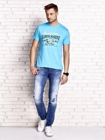 Niebieski t-shirt męski z napisami i kotwicą                                  zdj.                                  4