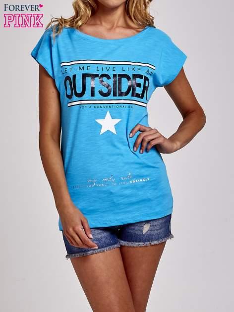 Niebieski t-shirt z napisem OUTSIDER