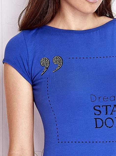 Niebieski t-shirt z napisem STOP DREAMING START DOING                                  zdj.                                  5