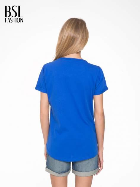 Niebieski t-shirt z napisem WEIRD                                  zdj.                                  4
