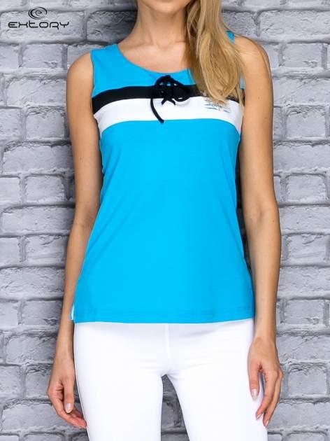 Niebieski top sportowy z wiązaniem w stylu marynarskim                                  zdj.                                  1