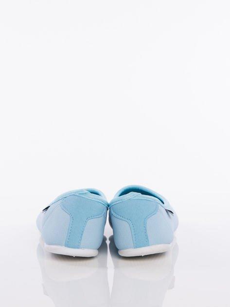 Niebieskie baleriny z materiału z zaokrąglonym noskiem                               zdj.                              3