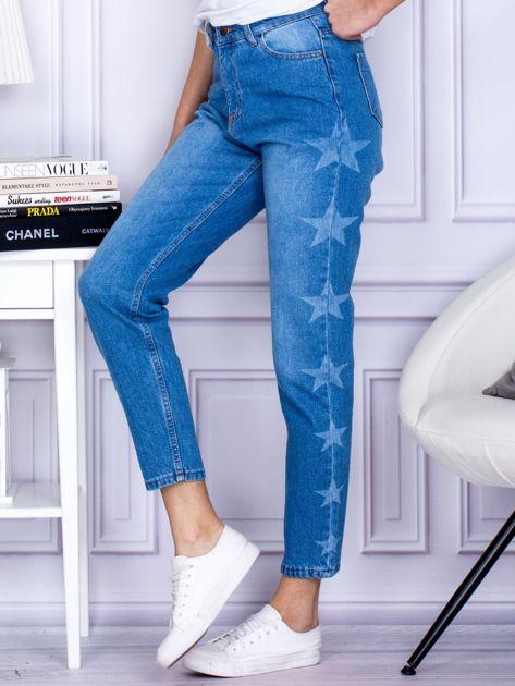 Niebieskie jeansowe boyfriendy z gwiazdami                                  zdj.                                  3