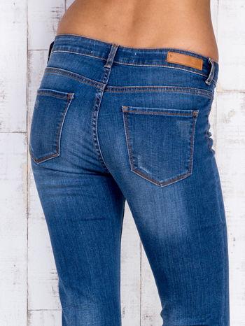Niebieskie jeansowe spodnie dzwony z przetarciami                                  zdj.                                  5