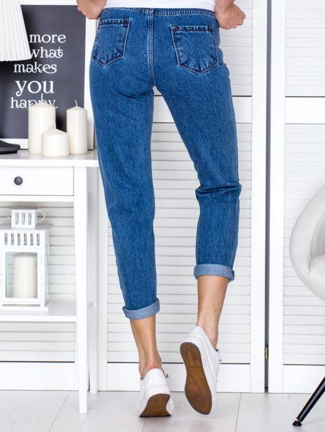 Niebieskie jeansowe spodnie z przetarciami                              zdj.                              2