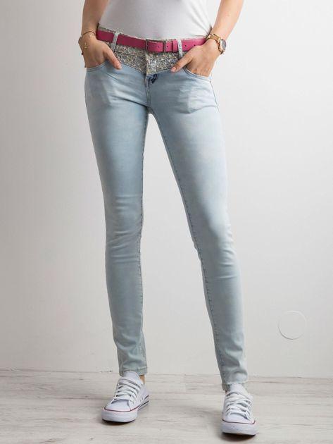 Niebieskie jeansy damskie skinny