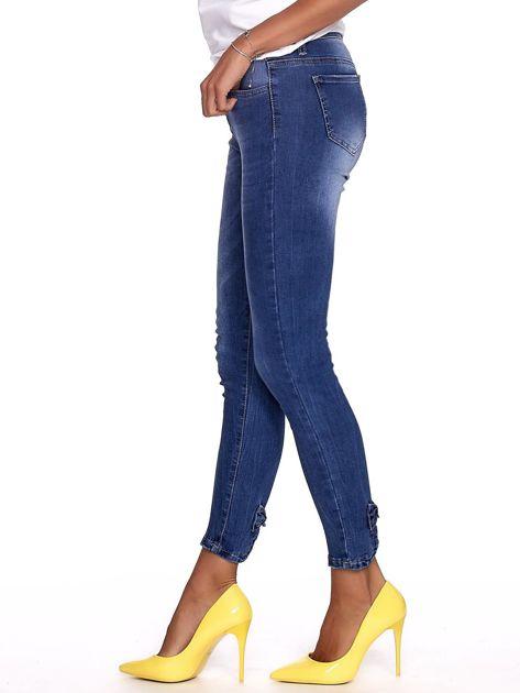 Niebieskie jeansy damskie slim fit z suwakiem z tyłu                              zdj.                              6