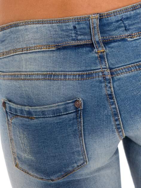 Niebieskie jeansy rurki wycierane                                  zdj.                                  7
