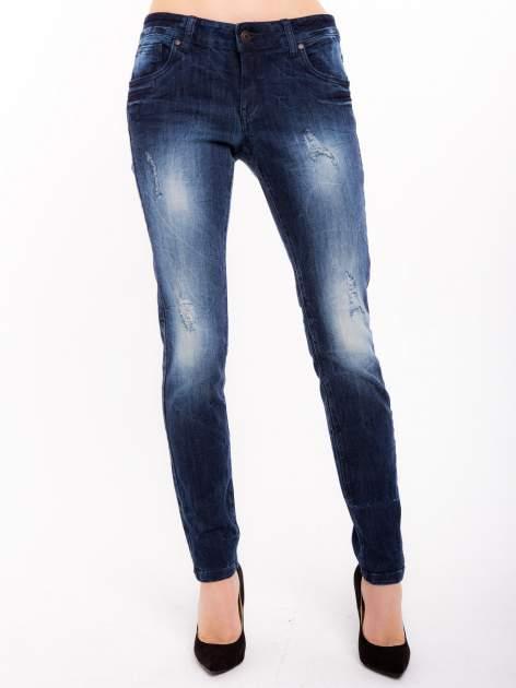 Niebieskie jeansy rurki z cieniowaniem