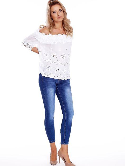 Niebieskie jeansy z kokardkami na nogawkach                              zdj.                              4