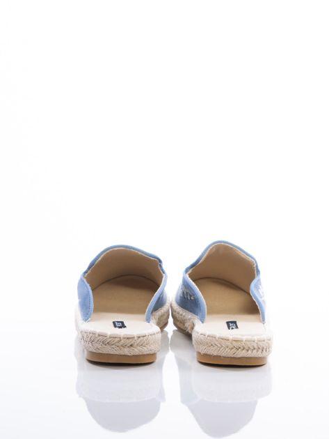 Niebieskie klapki z ecozamszu w haftowane wzory w kształcie roślin na przodzie cholewki                              zdj.                              3