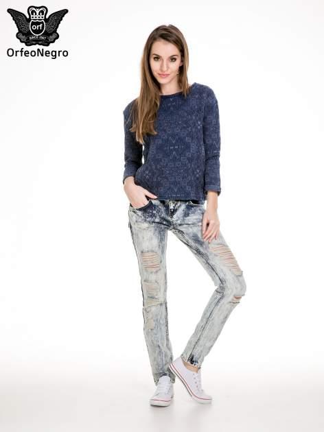 Niebieskie rozjaśniane spodnie jeansowe z przetarciami                                  zdj.                                  2