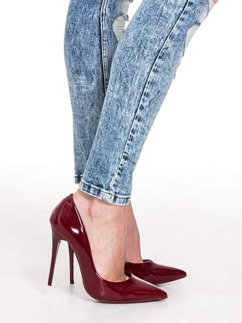 Niebieskie rurki jeansowe marmurki z fantazyjnymi rozdarciami                              zdj.                              10