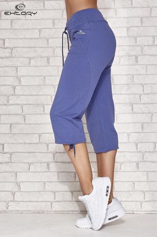 Niebieskie spodnie dresowe capri z kieszonką                                  zdj.                                  2