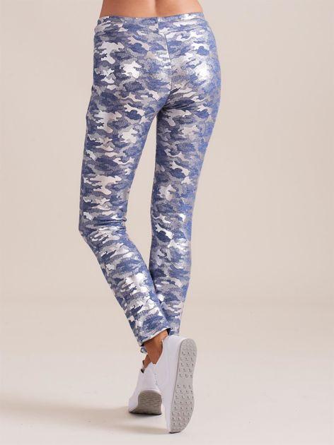 Niebieskie spodnie dresowe ze srebrnym printem                              zdj.                              2