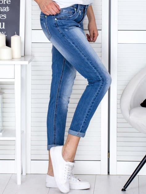 Niebieskie spodnie jeansowe damskie z ozdobnym suwakiem                                  zdj.                                  5