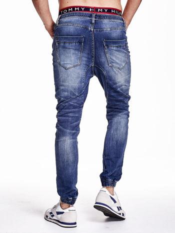 Niebieskie spodnie jeansowe męskie z troczkami                                  zdj.                                  4