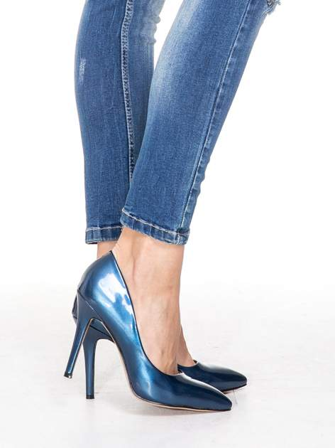 Niebieskie spodnie jeansowe rurki z dziurami i cieniowaniem                                  zdj.                                  7