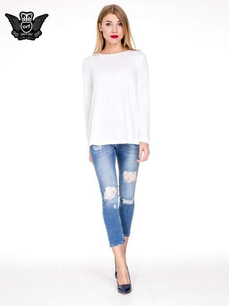 Niebieskie spodnie jeansowe rurki z dziurami i przetarciami                                  zdj.                                  2