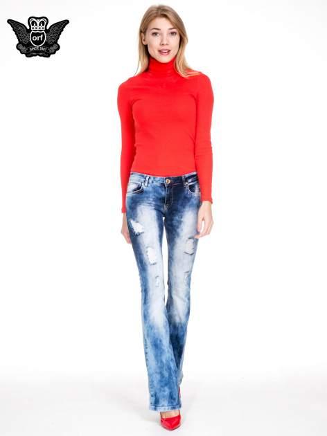 Niebieskie spodnie jeansowe rurki z rozjaśnianą i przecieraną nogawką                                  zdj.                                  2