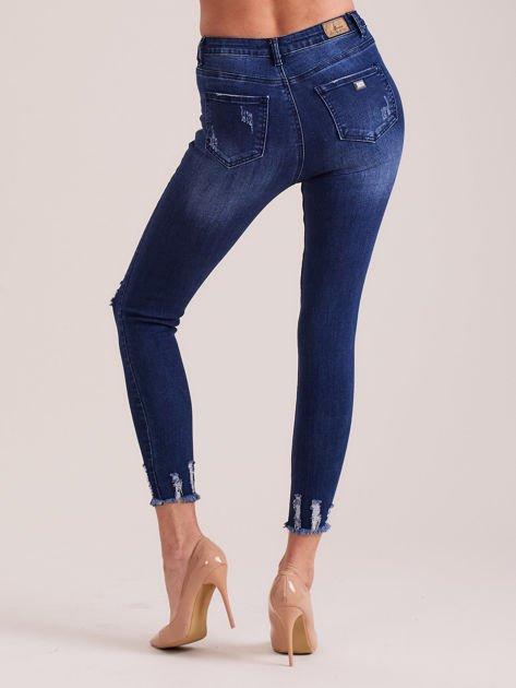 Niebieskie spodnie jeansowe skinny z dziurami                              zdj.                              2