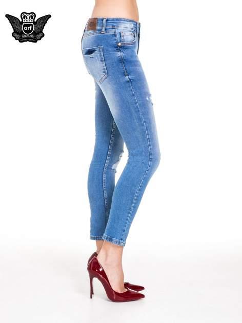 Niebieskie spodnie jeansowe z cieniowaną nogawką z przetarciami                                  zdj.                                  3
