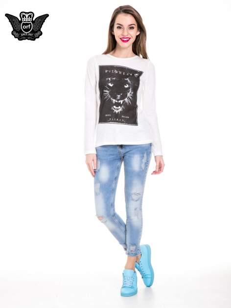 Niebieskie spodnie jeansowe z dziurami i rozdarciami                                  zdj.                                  4