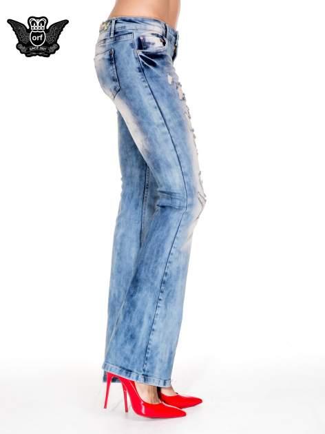 Niebieskie spodnie jeasnowe dzwony z przetarciami i rozjaśnianą nogawką                                  zdj.                                  3