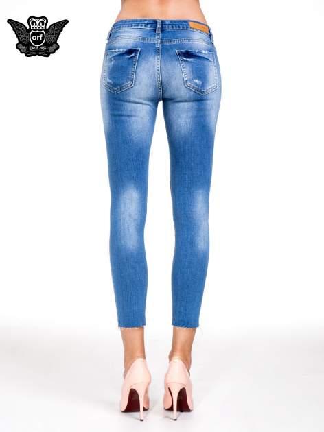 Niebieskie spodnie skinny jeans z cieniowaniem i ciętą nogawką                                  zdj.                                  5