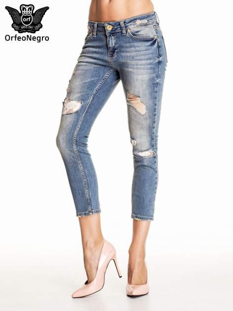 Niebieskie spodnie skinny jeans z koronkowymi łatami                                  zdj.                                  1