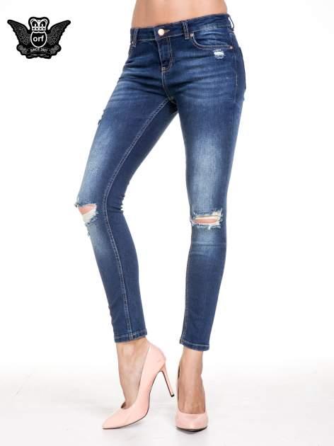 Niebieskie spodnie skinny jeans z rozdarciami na kolanach                                  zdj.                                  1