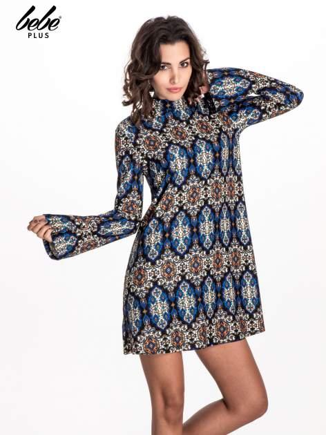 Niebieskie sukienka etno z rozszerzanymi rękawami