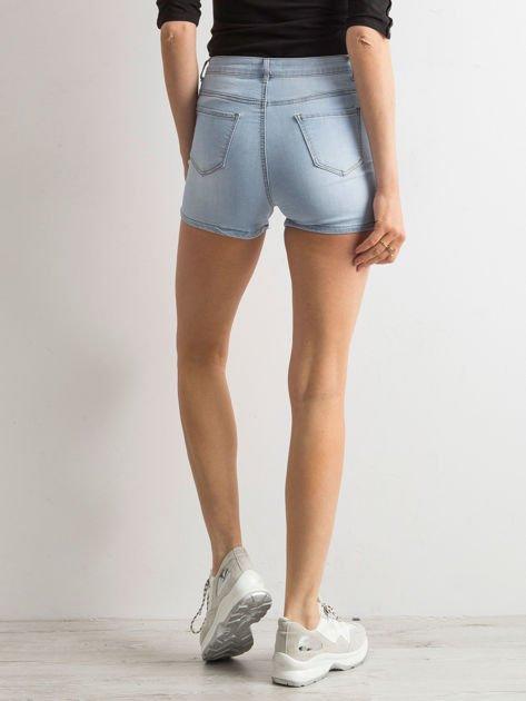 Niebieskie szorty high waist z naszywkami                              zdj.                              3