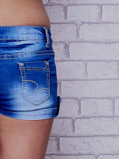 Niebieskie szorty jeansowe ze złotymi dżetami                                  zdj.                                  7