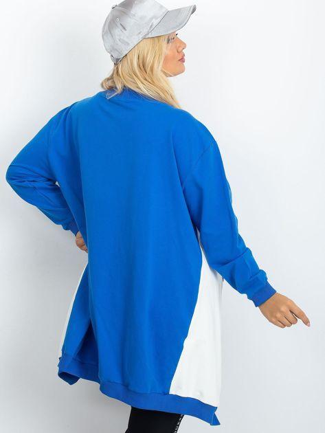 Niebiesko-biała bluza plus size Relief                              zdj.                              2
