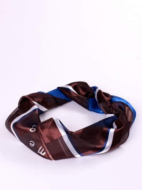 Niebiesko-brązowa chusta apaszka z nadrukiem literowym                                  zdj.                                  2