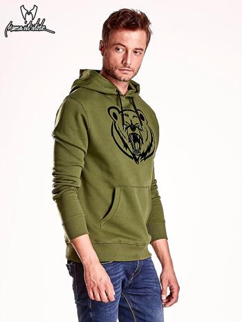 Oliwkowa bluza męska z kapturem i nadrukiem niedźwiedzia                                  zdj.                                  4