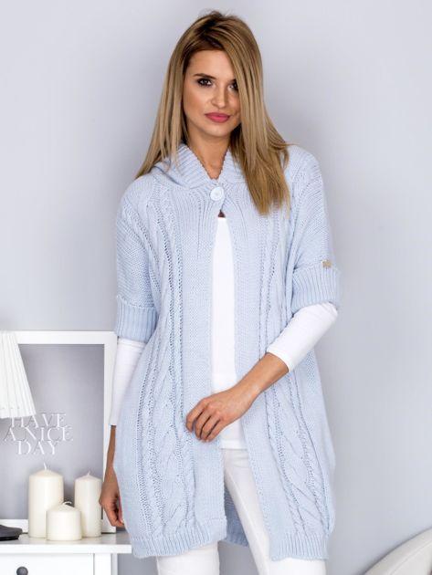 Otwarty sweter z warkoczowym wzorem i kapturem błękitny                              zdj.                              1