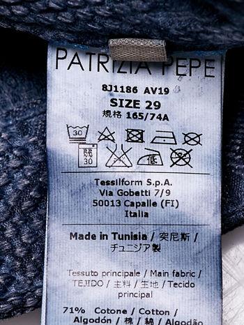PATRIZIA PEPE Ciemnoniebieskie spodnie z kwiatowym nadrukiem                                  zdj.                                  4