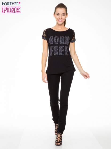 Panterkowy t-shirt z nadrukiem BORN FREE i koronkowymi rękawami                                  zdj.                                  5