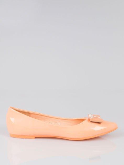 Pastelowopomarańczowe lakierowane baleriny Gem z błyszczącą kokardą                                  zdj.                                  1