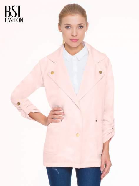 Pasteloworóżowy żakiet boyfriend jacket z podwijanymi rękawami                                  zdj.                                  1