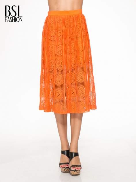 Pomarańczowa ażurowa spódnica midi