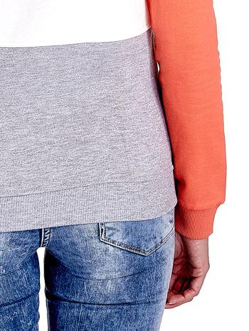 Pomarańczowa bluza z kapturem z białym i szarym wykończeniem                                  zdj.                                  7