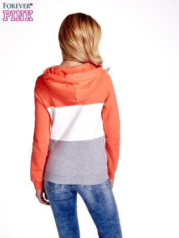 Pomarańczowa bluza z kapturem z białym i szarym wykończeniem                                  zdj.                                  4