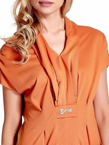 Pomarańczowa drapowana sukienka z kieszeniami                                  zdj.                                  5