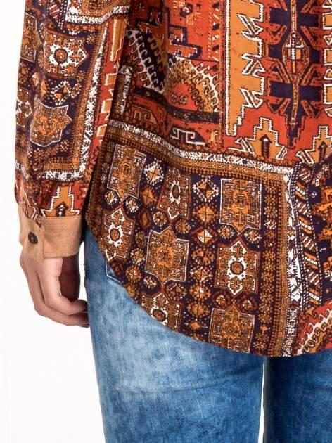 Pomarańczowa koszula we wzór etno z brązowym kołnierzykiem i mankietami                                  zdj.                                  7