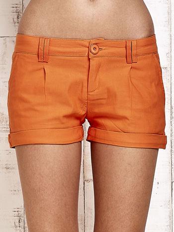 Pomarańczowe materiałowe szorty z podwijaną nogawką                                  zdj.                                  1