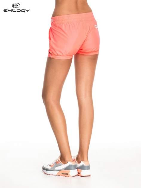 Pomarańczowe szorty damskie w stylu marynarskim                                  zdj.                                  3