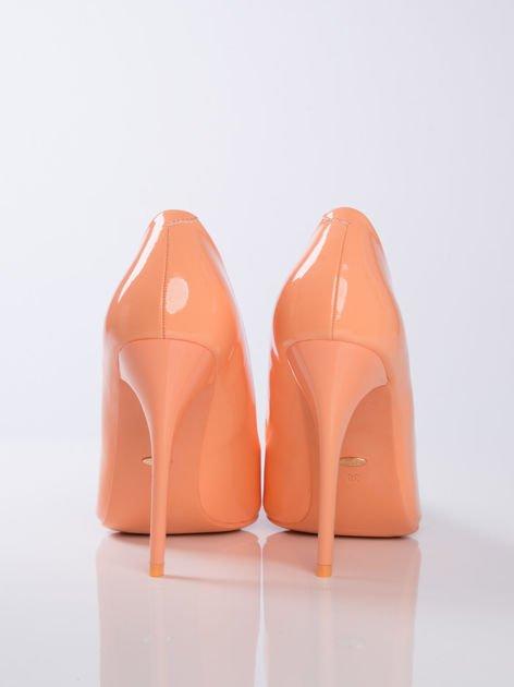 Pomarańczowe szpilki w szpic na cienkim słupku                              zdj.                              3